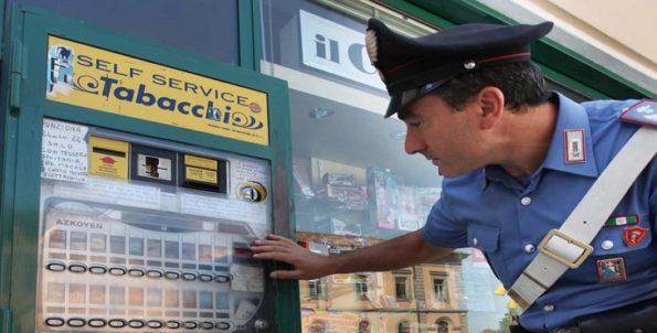 Италия автомат с сигаретами сдачу не выдает